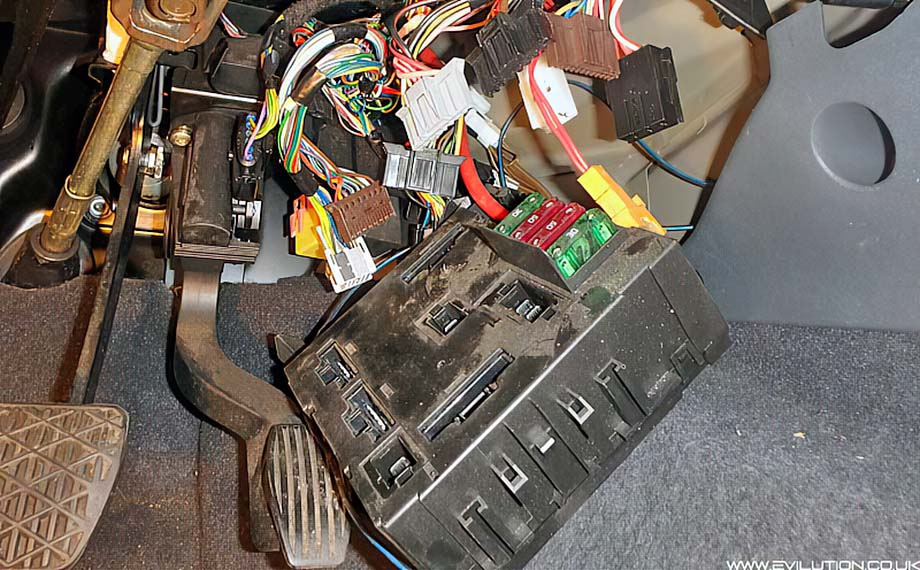 take the sam unit to your designated workspace and pull out the 4 large  fuses from the top of the sam